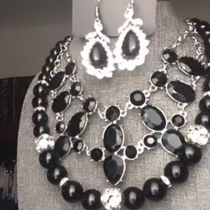 Women black and bling necklaces w/ring